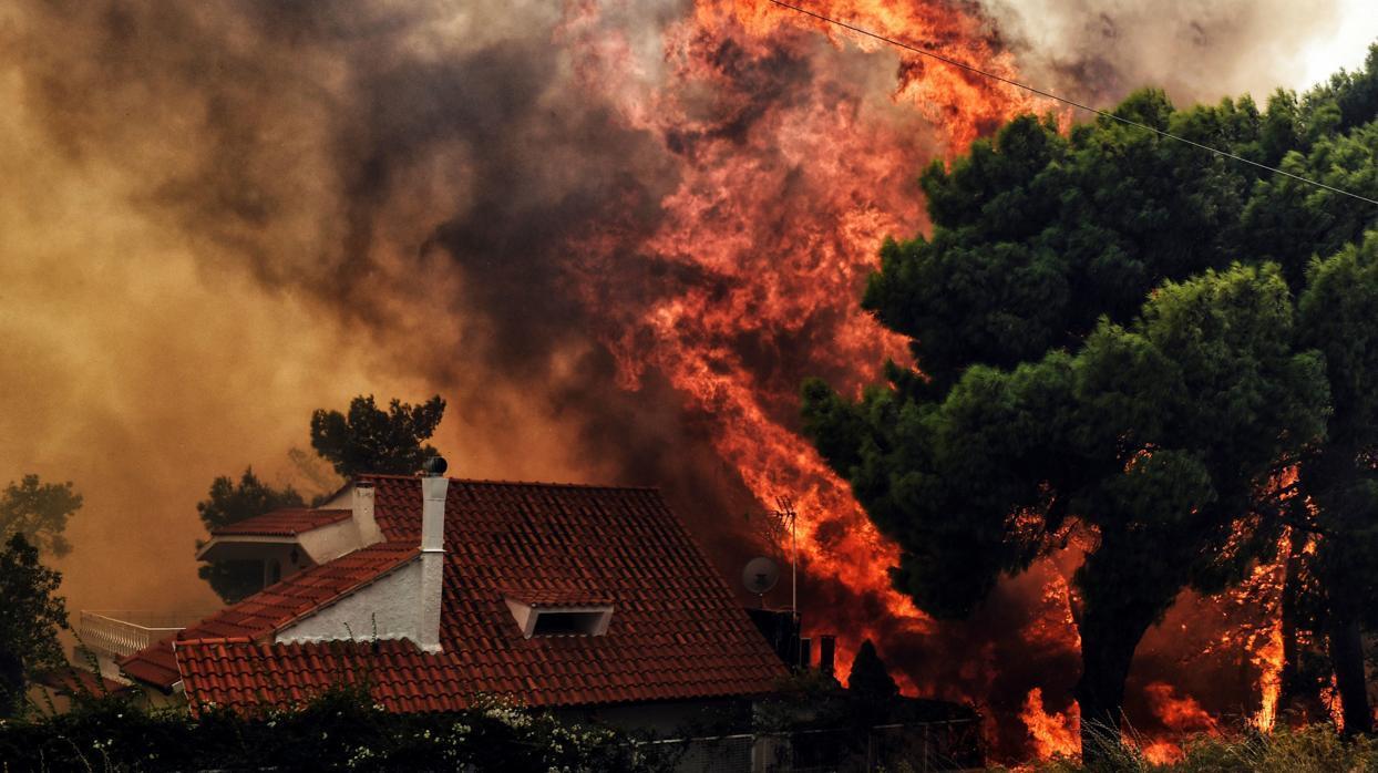 Incendio en Grecia: «Vieron el final y se abrazaron»