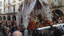 Huelva despide al Simpecado de Emigrantes