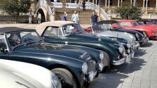 Los coches de lujo toman la plaza de España