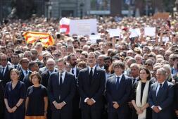 Las imágenes del minuto de silencio por los atentados en Cataluña