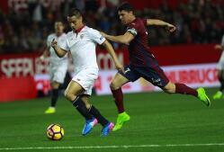 El Sevilla se anota tres puntos en casa ante el Eibar
