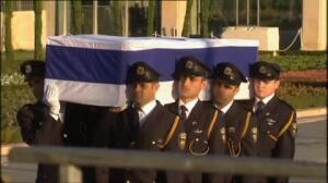 Los restos de Simon Peres llegan al parlamento israelí