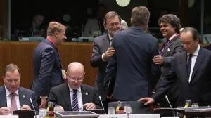 Rajoy y Merkel acercan posturas al inicio del Consejo Europeo