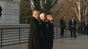 Donald Trump honra al soldado desconocido horas antes de proclamarse nuevo presidente de Estados Unidos