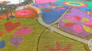 Toda una primavera en China elaborada con 400.000 molinillos de colores