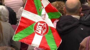 Multitudinaria manifestación de CCOO y UGT para reclamar subidas salariales y de las pensiones