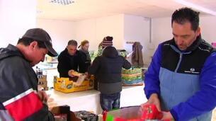 Alimentos y productos navideños para las familias más necesitadas de Tui