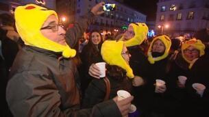 La Puerta del Sol de Madrid congrega a miles de personas para comerse las uvas