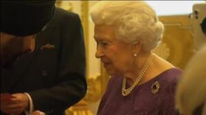 La Reina Isabel II estrecha lazos con la India