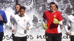 Alemany visita su primer entrenamiento del Valencia