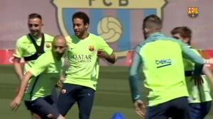Caras alegres y risas en el entrenamiento del FC Barcelona