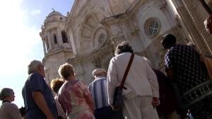 Miles de cruceristas desembarcan en Cádiz
