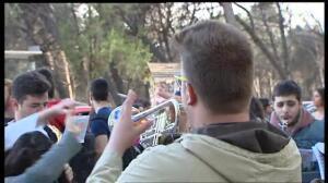 Miles de jóvenes en el macrobotellón de San Cemento de la Complutense de Madrid