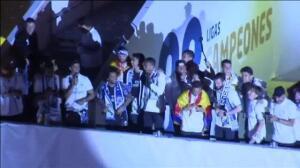 El Real Madrid celebra el título de Liga con su afición en Cibeles