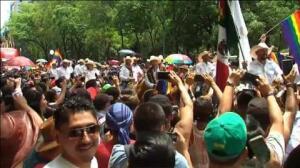 Multitudinaria Marcha del Orgullo Gay en Ciudad de México