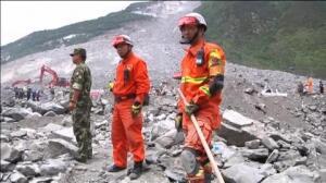Continúan las labores de rescate en la zona donde se produjo el corrimiento de tierra en China