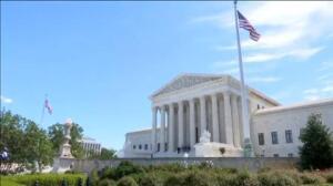 El Supremo de EEUU aprueba que el veto migratorio entre en vigor en parte