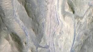 Pozos en cráteres, indicador de agua en otros mundos