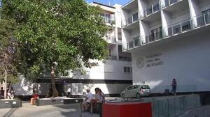 Fonsi Nieto acude a la Policlínica Nuestra Señora del Rosario de Ibiza a ver a su tío