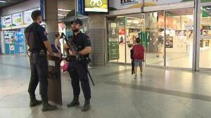 Aumenta la presencia policial en las principales ciudades del país después de los atentados de Cataluña