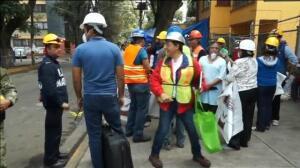 México clama ayuda y continúa buscando vida bajo la destrucción que causó el terremoto