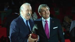 Vicente del Bosque, galardonado con el premio Pura Raza Española en Sevilla