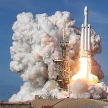 El SpaceX Falcon Heavy durante el despegue