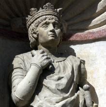 Detalle de la escultura del rey Pedro I