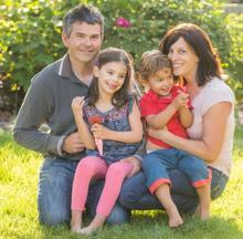 Milasen el fátmaco de Mila, ya recuperada con su familia