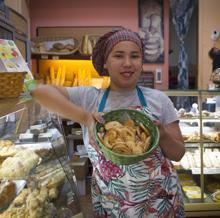 Mayeline Rojas, en la Pastelería Diadema, que fue proveedora de Alfonso XIII