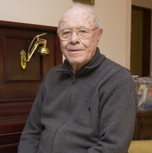 Vicente Giner tiene ahora 88 años
