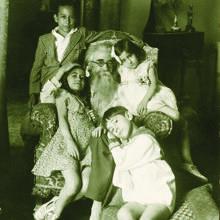 Valle-Inclán, con cuatro de sus hijos, en 1928