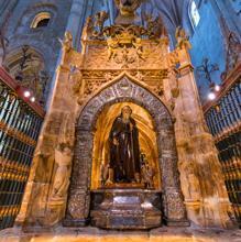 Escultura de Santo Domingo, impulsor del Camino de Santiago y patrón de los ingenieros civiles